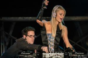 """Paris Hilton """"DJing"""""""